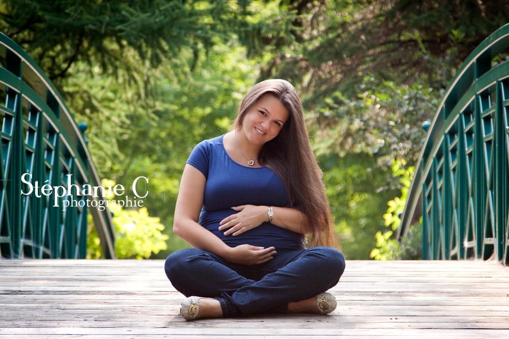 femme enceinte sur pont