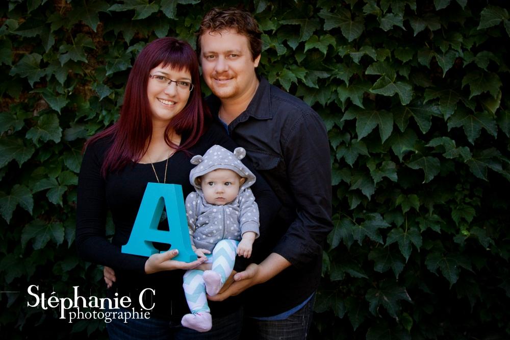 photo de famille dehors avec bébé