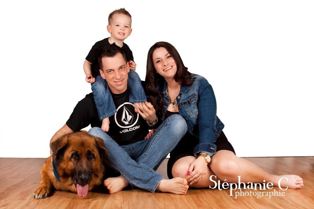 photo famille avec jeune garcon et chien