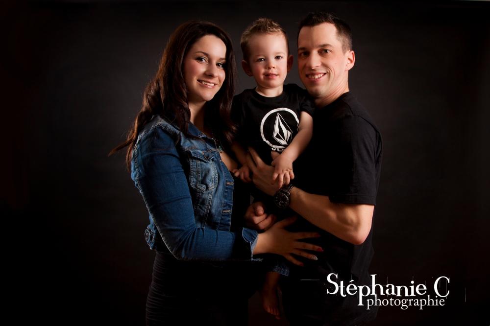 famille femme enceinte avec petit garcon 2 ans